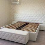 Кровать мягкая каретная стяжка кутанная белая