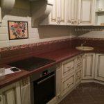 Кухня Классика с столешницей из искусственного камня