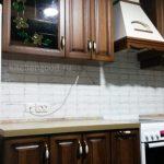 Кухня из массива с витражами