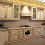 Кухня классическая светлая, МДФ + пленка ПВХ, патина