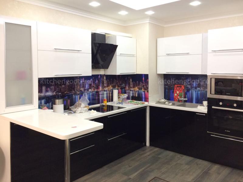 Кухня черно-белая + стеновая панель